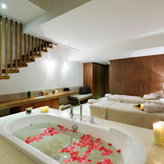 Hot tubs by  何侯設計   Ho + Hou Studio Architects ,