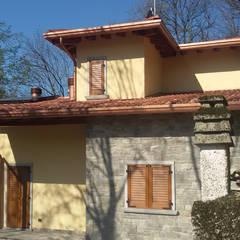 Chalets & maisons en bois de style  par Marlegno
