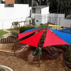 Sombreiro !!!!: Escolas  por Maplay Equipamento para Recreação