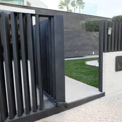 Casa 130 Janelas e portas modernas por Riscos & Atitudes, Lda Moderno