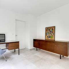 S92 - rénovation villa 400m² - Boulogne-Billancourt: Bureau de style de style Scandinave par officine TNT Architecture