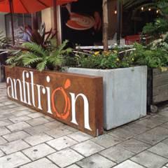 CAFÉ DE LOLITA _ Anfitrión: Locales gastronómicos de estilo  por tresarquitectos