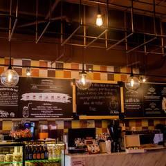 De Lolita - Anfitrión: Locales gastronómicos de estilo  por @tresarquitectos, Industrial