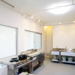 地下室: 株式会社青空設計が手掛けたオフィススペース&店です。