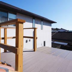 児島の家: 青木建築設計事務所が手掛けたテラス・ベランダです。,北欧