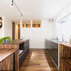 Kitchen by KAWAZOE-ARCHITECTS