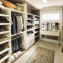 Dressing room by homify, Classic