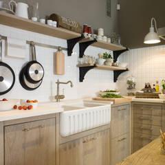 Fragadero de cerámica: Cocinas de estilo  de DEULONDER arquitectura domestica