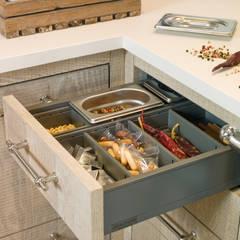 Cajón especiero: Cocinas de estilo  de DEULONDER arquitectura domestica