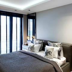 ISTINYE HOUSE:  Bedroom by Esra Kazmirci Mimarlik