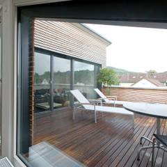 Wohnhaus M1 in Bad Boll :  Terrasse von Gaus & Knödler Architekten