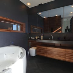 Appartement Paris XVII: Salle de bains de style  par Philippe Conzade