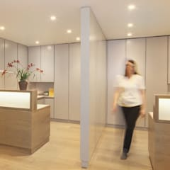 Surgery in Wimpole Street:  Clinics by Studio 29 Architects ltd