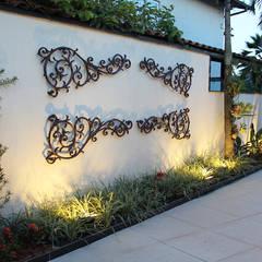Casa JJ: Jardins modernos por Luiz Coelho Arquitetura
