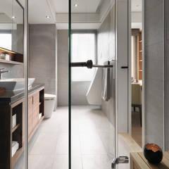 台北許宅:  浴室 by 大觀室內設計工程有限公司