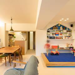 Living room by 株式会社エキップ,