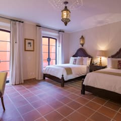 Recámara: Hoteles de estilo  por Sisal
