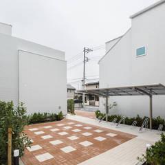 中庭のテラスハウス: 株式会社小木野貴光アトリエ 級建築士事務所が手掛けた庭です。