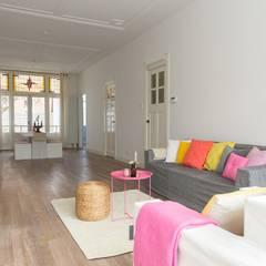Woonkamer gestyled voor de verkoop:  Mediakamer door casa&co.