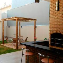Pátio Interno: Jardins modernos por Fávero Arquitetura + Interiores