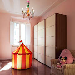 La stanza della bimba.: Stanza dei bambini in stile  di Gruppo Castaldi | Roma