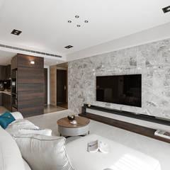 اتاق نشیمن by 賀澤室內設計 HOZO_interior_design