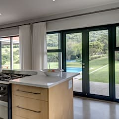 House Serfontein:  Kitchen by Muse Architects