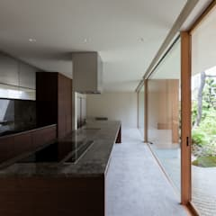 平安通の家 ダイニングキッチン: Architet6建築事務所が手掛けたキッチンです。