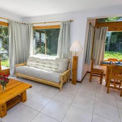 VILLA LA SEQUOIA: Hoteles de estilo  por ARQUITECTA YAZMIN RIVAS CEA