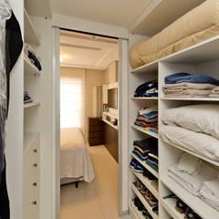 Closets de estilo  por homify, Moderno