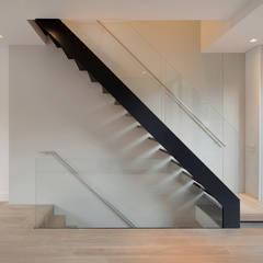 St Paul Street:  Corridor & hallway by Ciarcelluti Mathers Architecture, Minimalist Aluminium/Zinc