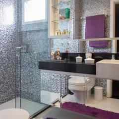 Apto no Ipiranga : Banheiros  por Espaço Alessandra Luz Casa & Jardim