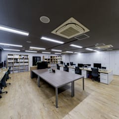 Office buildings توسط株式会社Juju INTERIOR DESIGNS