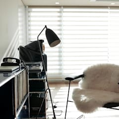 scandinavian Living room by 드웰디자인
