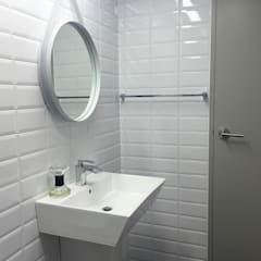 scandinavian Bathroom by 드웰디자인