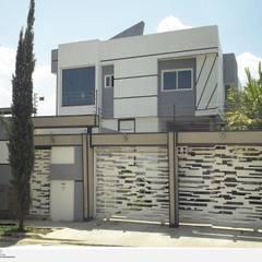 Fachada Frontal exterior: Casas de estilo  por Eisen Arquitecto