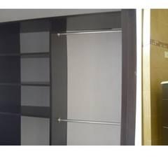 BJ.156 : Vestidores y closets de estilo  por Urbe. Taller de Arquitectura y Construcción
