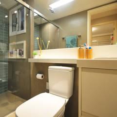 Apartamento Vila Mariana: Banheiros  por Condecorar Arquitetura e Interiores