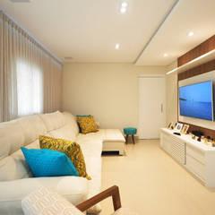Apartamento São Caetano - 113M²: Salas de estar clássicas por Condecorar Arquitetura e Interiores