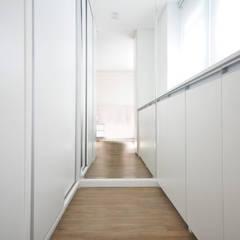 Apartamento São Caetano - 113M²: Closets  por Condecorar Arquitetura e Interiores