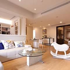 غرفة المعيشة تنفيذ 耀昀創意設計有限公司/Alfonso Ideas , إسكندينافي