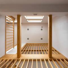 宜蘭健康屋 日式:  牆面 by 耀昀創意設計有限公司/Alfonso Ideas