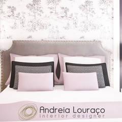 """Projecto de Decoração """"BAROQUE TOUCH"""": Quartos  por Andreia Louraço - Designer de Interiores (Contacto: atelier.andreialouraco@gmail.com)"""