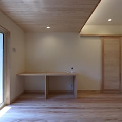 Green House: 菅原浩太建築設計事務所が手掛けた寝室です。