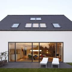 Haus am Stadtrand:  Häuser von Falke Architekten