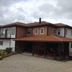 Residência Venâncios: Casas coloniais por Studio + Arquitetura e Urbanismo