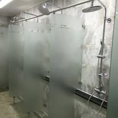 대형 피트니스센터 - 마스터짐: 모든스토어의  욕실