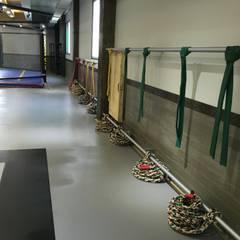 Salle de sport de style de style Tropical par 모든스토어
