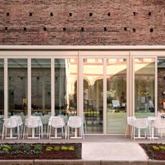 Calicantus Caffetteria Castello Sforzesco : Bar & Club in stile  di ARCò Architettura & Cooperazione