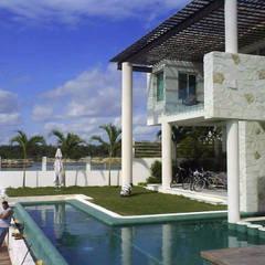 alberca: Spa de estilo minimalista por sanmartiarquitectos